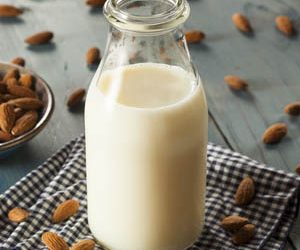 Homemade Almond Mylk